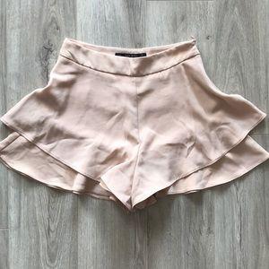 Cute beige flowy shorts from Zara